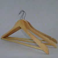 Набор деревянных вешалок 5шт